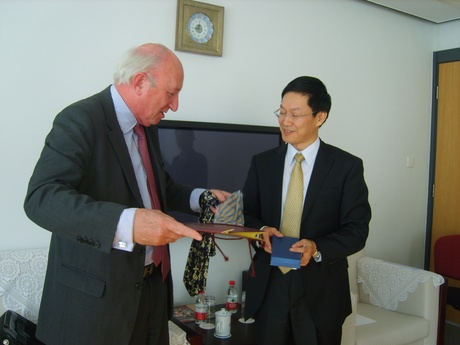 Professor Dominic Houlihan and Hu Zhiping, Deputy Director-General, Deputy Chief Executive, HANBAN (Office of Chinese Language Council International)