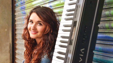 Amy Papiransky, music graduate from the University of Aberdeen, is through to the final of BBC Radio Scotland's Young Traditional Musician of the Year