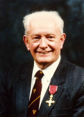Professor John Mallard, who pioneered medical imaging technologies MRI and PET scanning has died at the age of 94