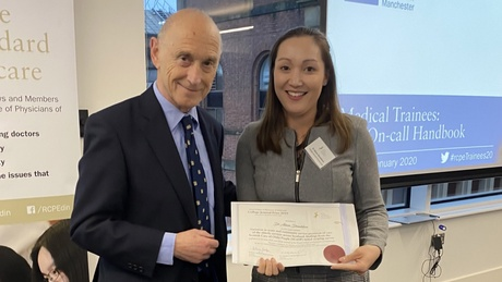 Dr Alison Donaldson receiving her award from Dr Stefan Slater at the RCPE Trainees Conference in Manchester