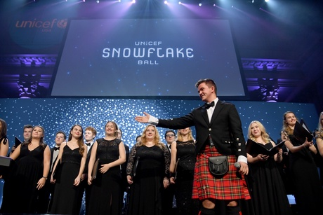 Peter MacPherson and the Chapel Choir at the UNICEF Snowflake Ball (Credit: Getty Images for UNICEF USA)
