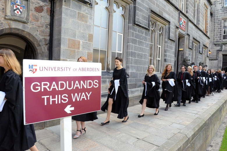 University of Aberdeen - Graduands This way signpost