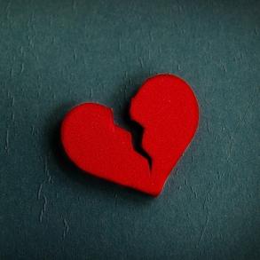 broken_heart_syndrome_1x1.jpg