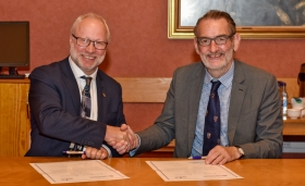 University signs partnership agreement with Forth Valley College